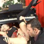 imagen profesor de piano en melodia sexual