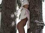 imagen zorra cachonda jugando en la nieve