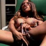 imagen diosa de ebano masturbandose al sol