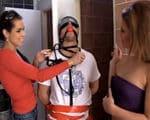 imagen Castigado al pillar a dos jovencitas desnudas
