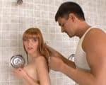 imagen Entrenador se mete en las duchas de las chicas
