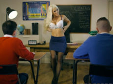 imagen La profesora se folla a sus alumnos favoritos