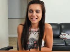 imagen Pequeña de 18 años en casting porno
