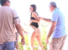imagen Joven zorra se exhibe desnuda para excitar a su marido