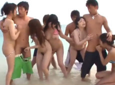 imagen Orgia con asiáticas a la orilla de la playa
