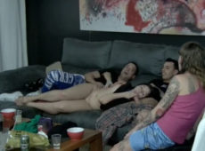 imagen Zorra universitaria follada frente a sus amigos
