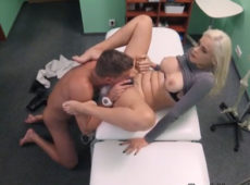 imagen Paciente rubia se recupera con una lamida de coño y follando