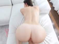 imagen El culo redondo de su novia se ve genial a cuatro patas