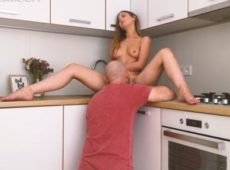 imagen Lamida de coño en la cocina antes de una follada