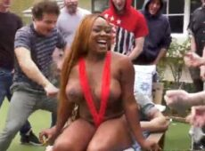 imagen Gorda negra follando con una docena de hombres
