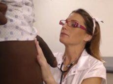imagen Enfermera madura follando con un paciente negro